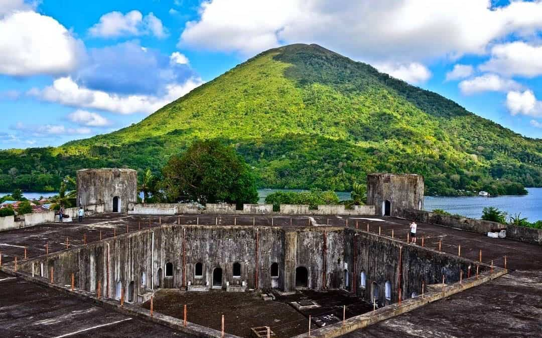 Mountain, volcano and castles in the Banda Islands