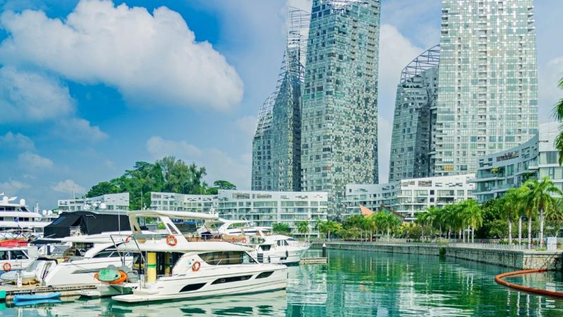rent a yacht in Singapore